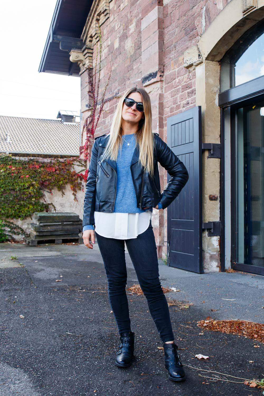 lässiger look mit jeans und jacke